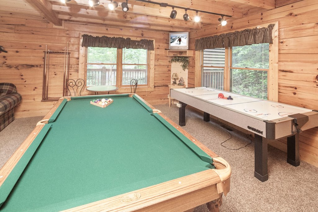 Photo of a Pigeon Forge Cabin named  Bear Right Inn - This is the sixth photo in the set.