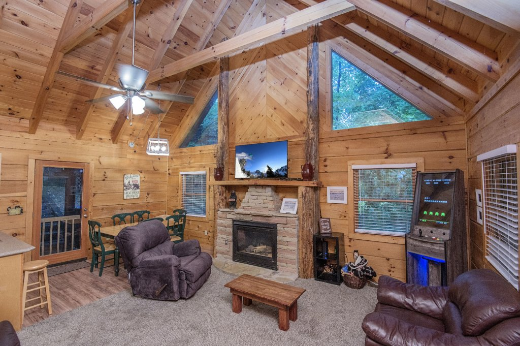 Photo of a Pigeon Forge Cabin named Er96 Squirrel's Leap - This is the third photo in the set.