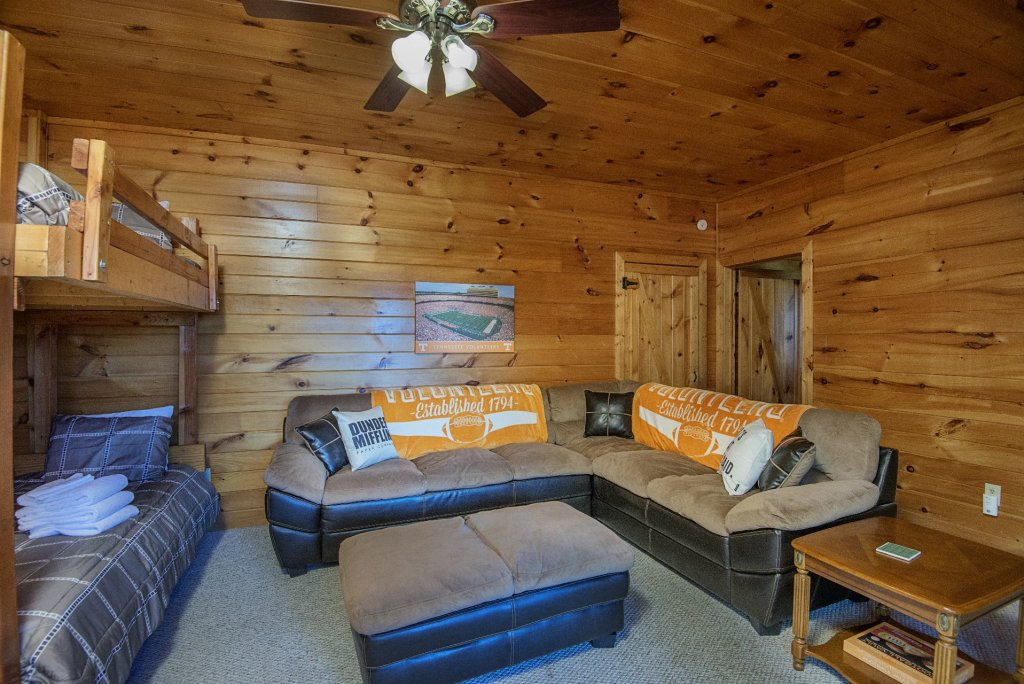 Photo of a Sevierville Cabin named Dunder Mountain Views Cabin Retreat - This is the thirty-sixth photo in the set.