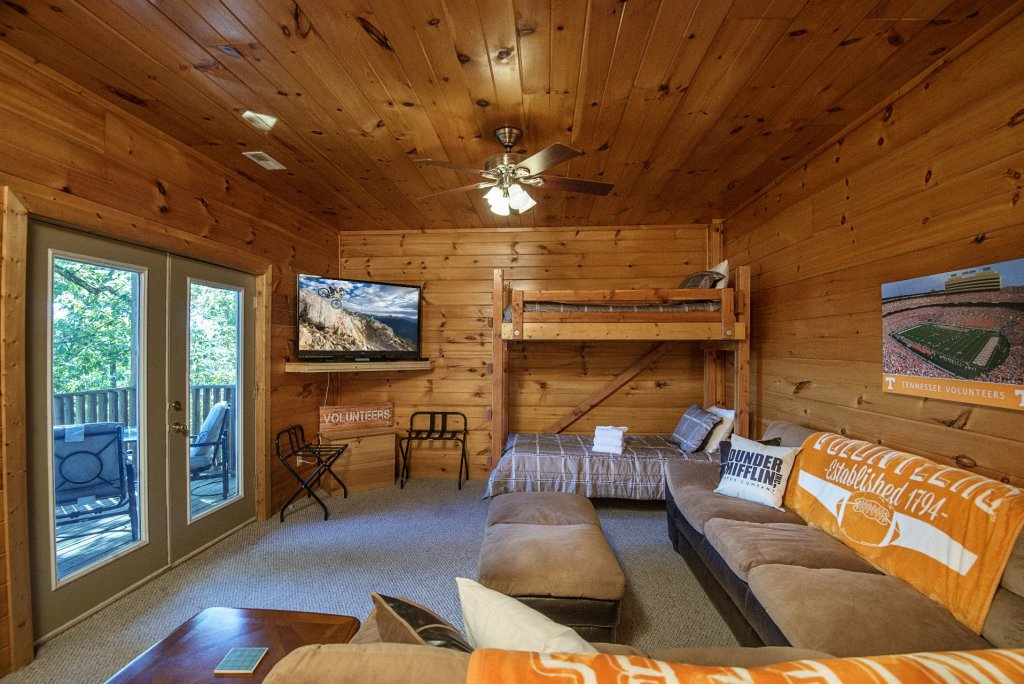 Photo of a Sevierville Cabin named Dunder Mountain Views Cabin Retreat - This is the thirty-fifth photo in the set.