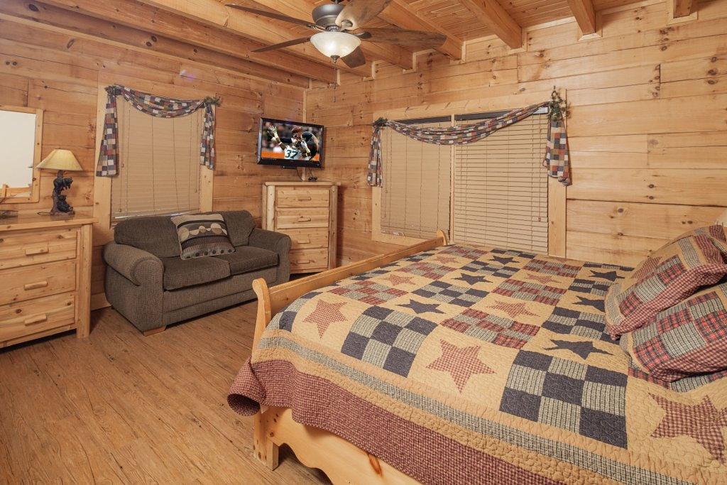 Photo of a Pigeon Forge Cabin named  Soaring Eagles - This is the eighth photo in the set.