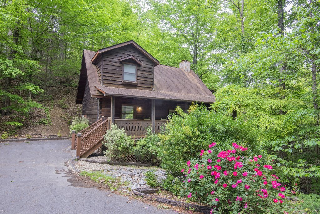 Photo of a Pigeon Forge Cabin named Er96 Squirrel's Leap - This is the first photo in the set.