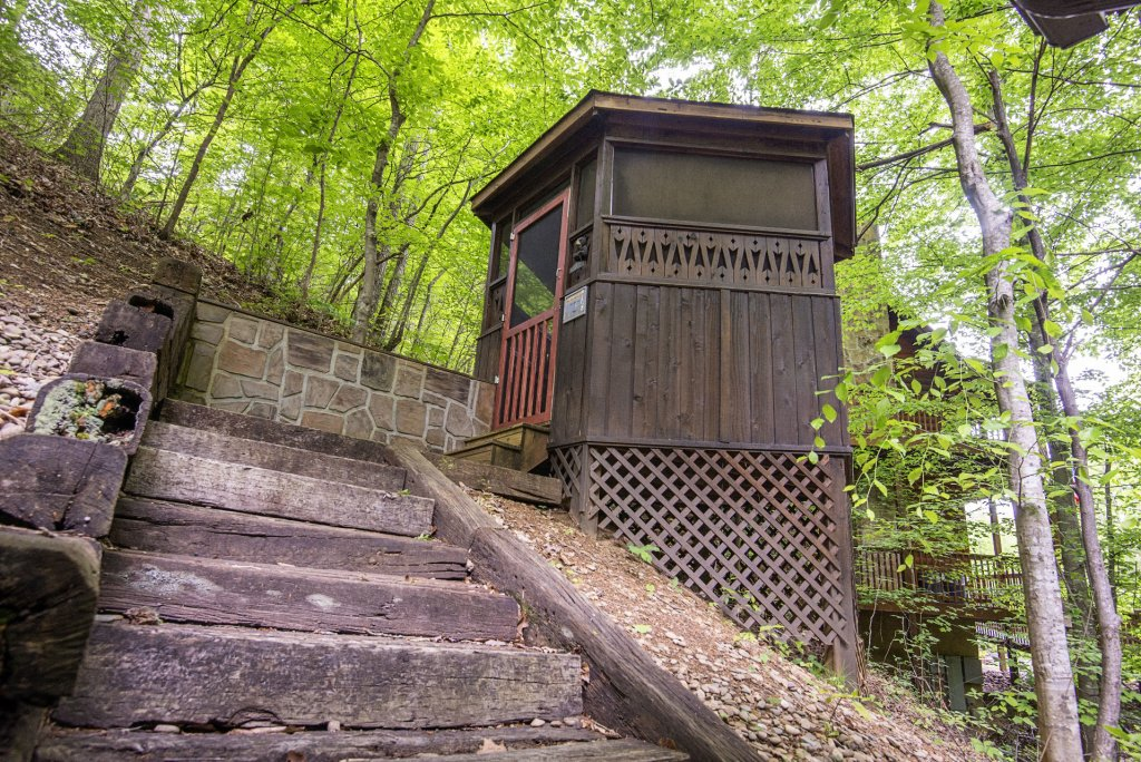 Photo of a Pigeon Forge Cabin named Er96 Squirrel's Leap - This is the tenth photo in the set.