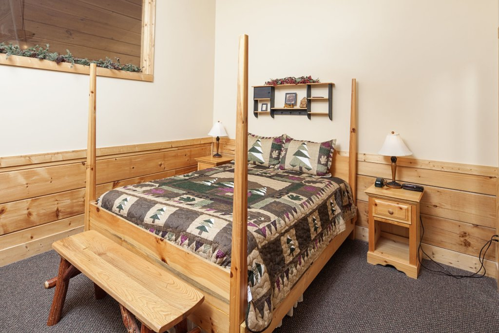 Photo of a Pigeon Forge Cabin named  Soaring Eagles - This is the twelfth photo in the set.