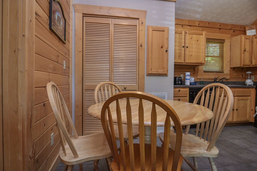 Photo of a Pigeon Forge Cabin named  Eagle's Hideaway - This is the sixth photo in the set.