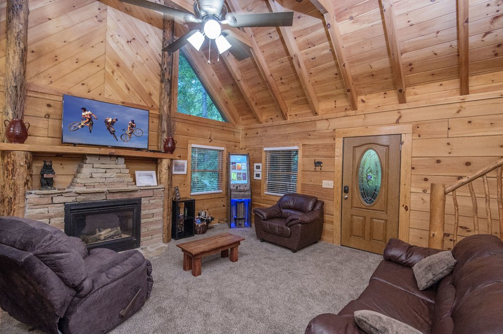 Photo of a Pigeon Forge Cabin named Er96 Squirrel's Leap - This is the second photo in the set.