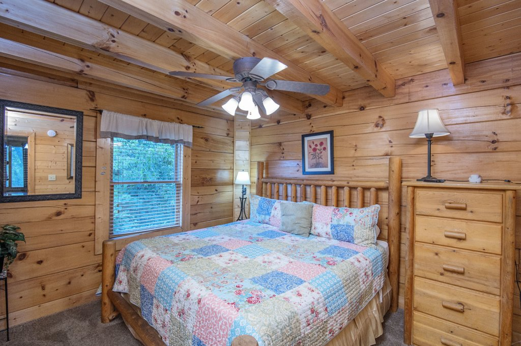 Photo of a Sevierville Cabin named  Mountain Majesty - This is the fourteenth photo in the set.