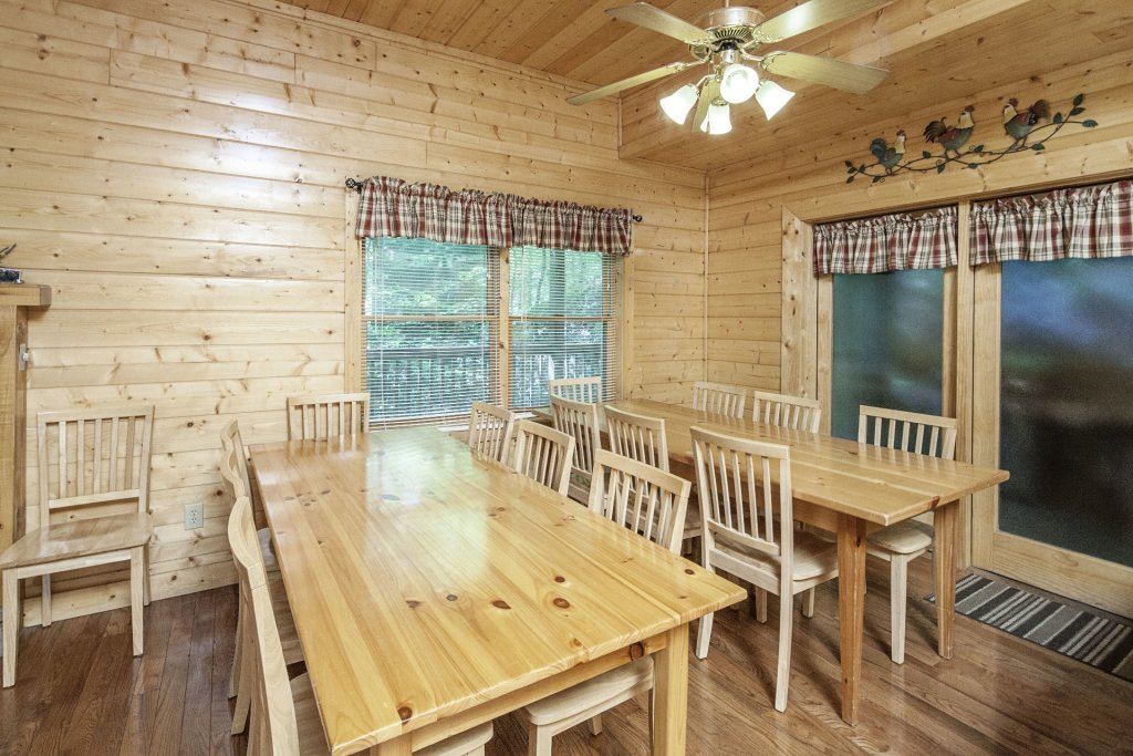 Photo of a Pigeon Forge Cabin named  Bear Right Inn - This is the fifth photo in the set.