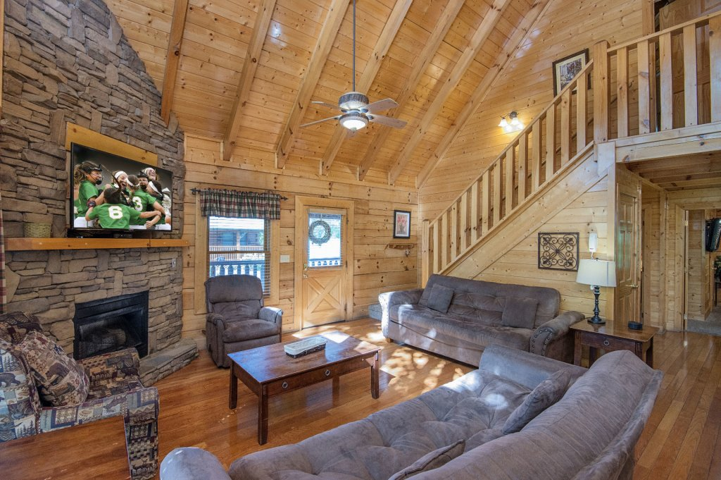 Photo of a Sevierville Cabin named  Mountain Majesty - This is the second photo in the set.