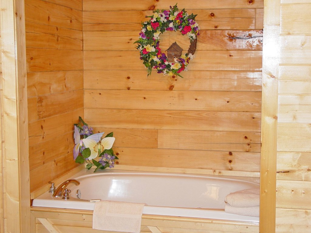Photo of a Pigeon Forge Cabin named  Country Charm - This is the sixth photo in the set.