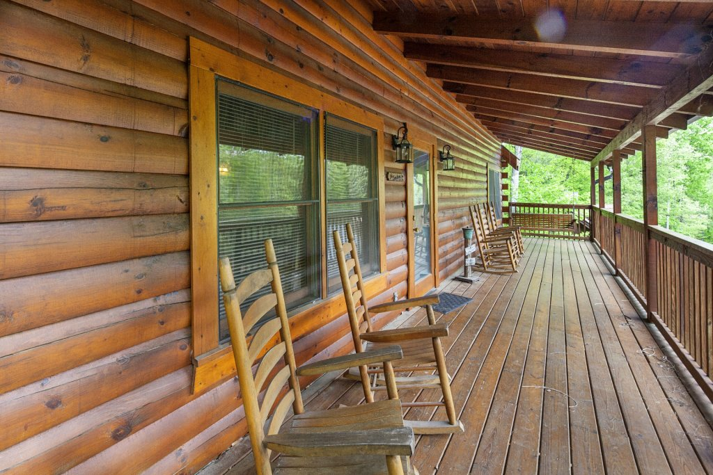 Photo of a Pigeon Forge Cabin named  Bear Right Inn - This is the thirty-fourth photo in the set.