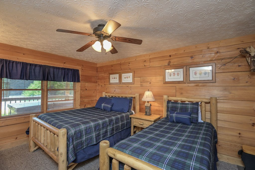 Photo of a Pigeon Forge Cabin named  Eagle's Hideaway - This is the eighth photo in the set.