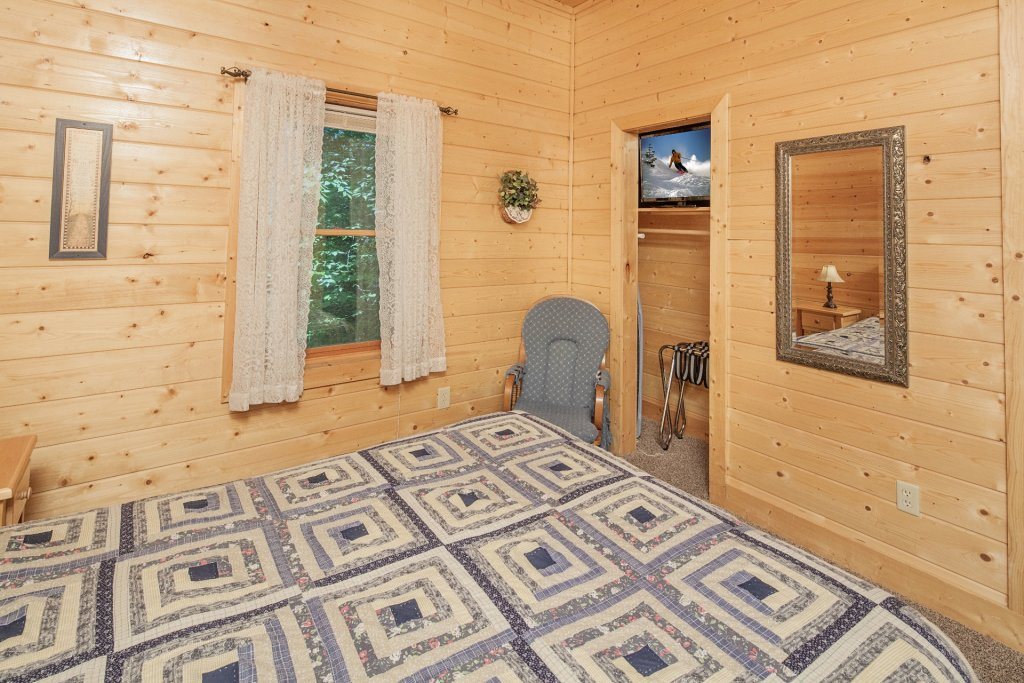 Photo of a Pigeon Forge Cabin named  Bear Right Inn - This is the fifteenth photo in the set.
