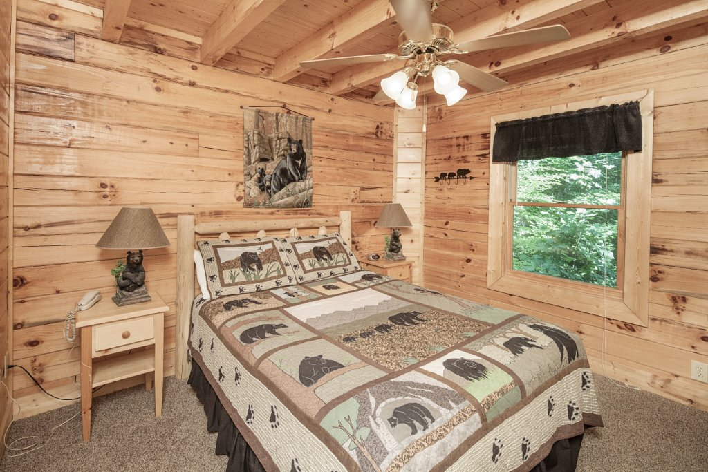 Photo of a Pigeon Forge Cabin named  Bear Right Inn - This is the twenty-first photo in the set.