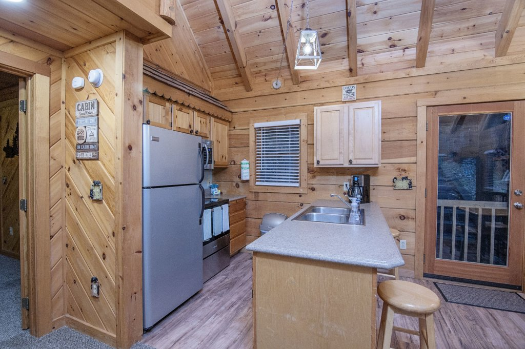 Photo of a Pigeon Forge Cabin named Er96 Squirrel's Leap - This is the sixth photo in the set.