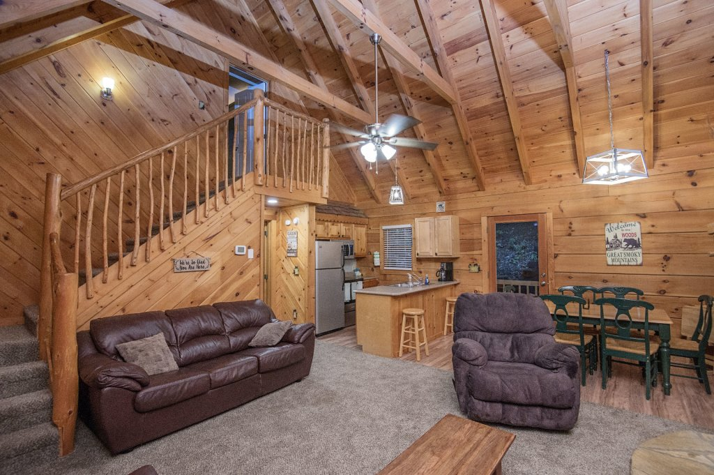 Photo of a Pigeon Forge Cabin named Er96 Squirrel's Leap - This is the fourth photo in the set.