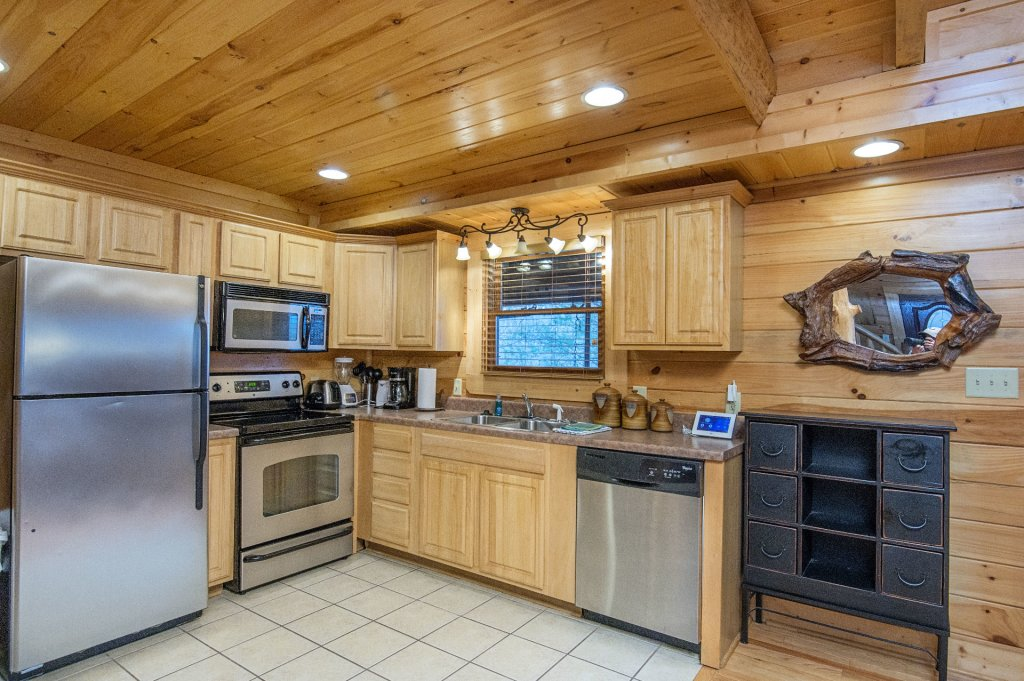 Photo of a Sevierville Cabin named Arrowhead Lodge - This is the twelfth photo in the set.