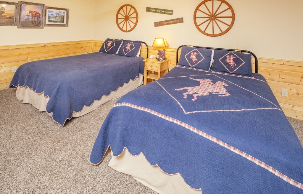 Photo of a Pigeon Forge Cabin named  Bear Right Inn - This is the nineteenth photo in the set.