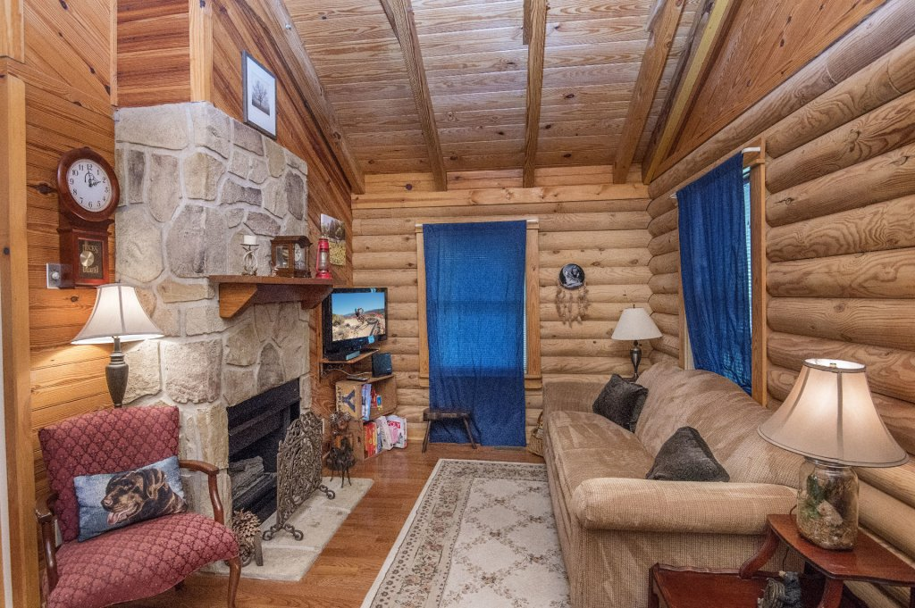 Photo of a Pigeon Forge Cabin named  Rising Eagle - This is the second photo in the set.