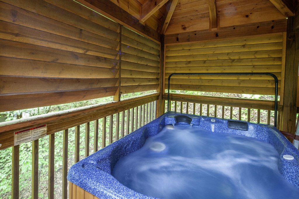 Photo of a Pigeon Forge Cabin named  Bear Right Inn - This is the twenty-ninth photo in the set.