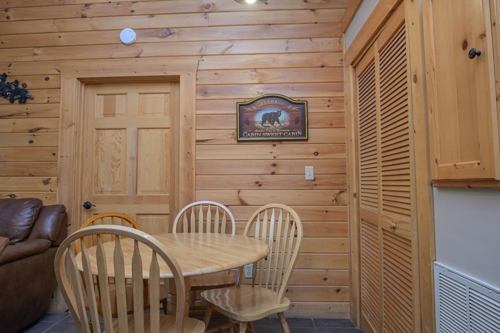 Photo of a Pigeon Forge Cabin named  Eagle's Hideaway - This is the third photo in the set.