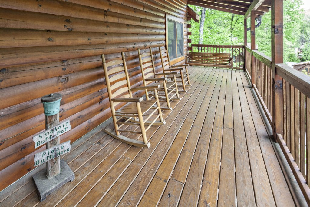 Photo of a Pigeon Forge Cabin named  Bear Right Inn - This is the thirty-third photo in the set.