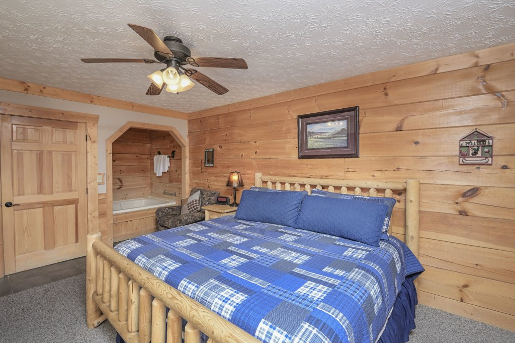 Photo of a Pigeon Forge Cabin named  Eagle's Hideaway - This is the fifteenth photo in the set.