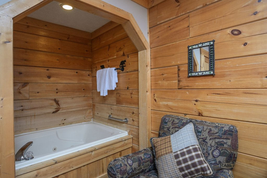 Photo of a Pigeon Forge Cabin named  Eagle's Hideaway - This is the sixteenth photo in the set.