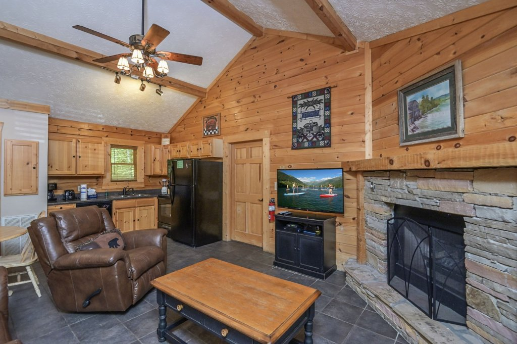 Photo of a Pigeon Forge Cabin named  Eagle's Hideaway - This is the second photo in the set.