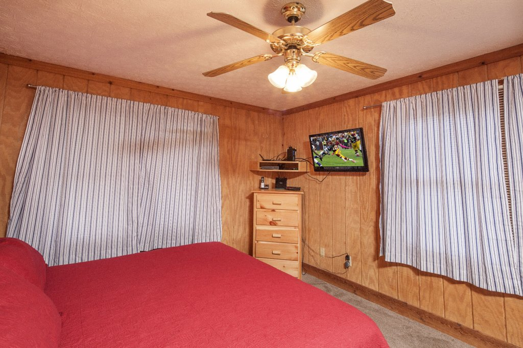 Photo of a Pigeon Forge Cabin named  Grandpa's Getaway - This is the fifteenth photo in the set.