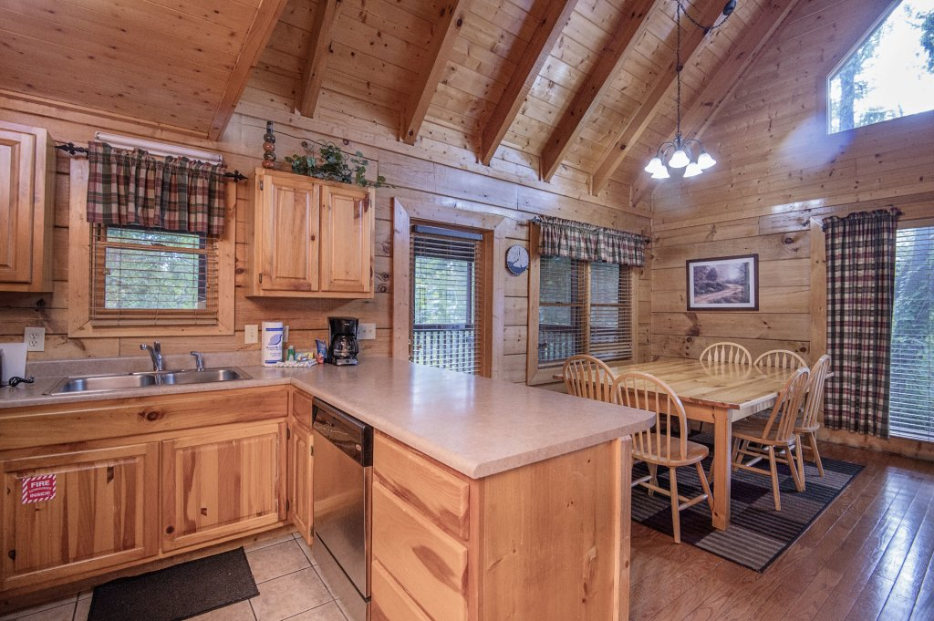 Photo of a Sevierville Cabin named  Mountain Majesty - This is the thirteenth photo in the set.