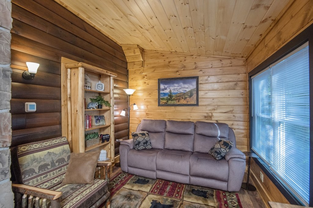 Photo of a Pigeon Forge Cabin named  Sweet Memories - This is the twenty-third photo in the set.