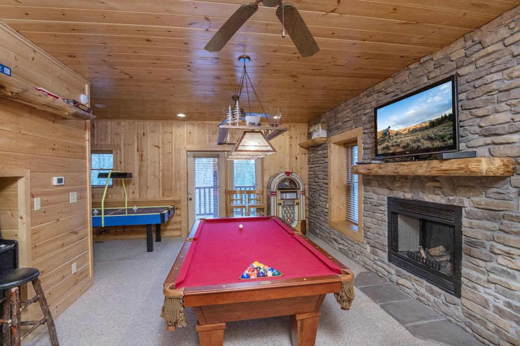 Photo of a Sevierville Cabin named Arrowhead Lodge - This is the sixth photo in the set.