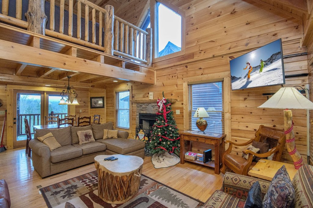 Photo of a Sevierville Cabin named Arrowhead Lodge - This is the second photo in the set.