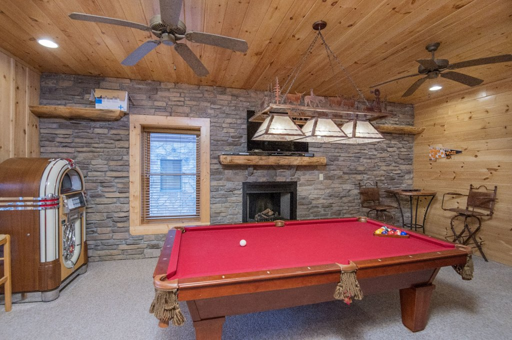 Photo of a Sevierville Cabin named Arrowhead Lodge - This is the eighth photo in the set.