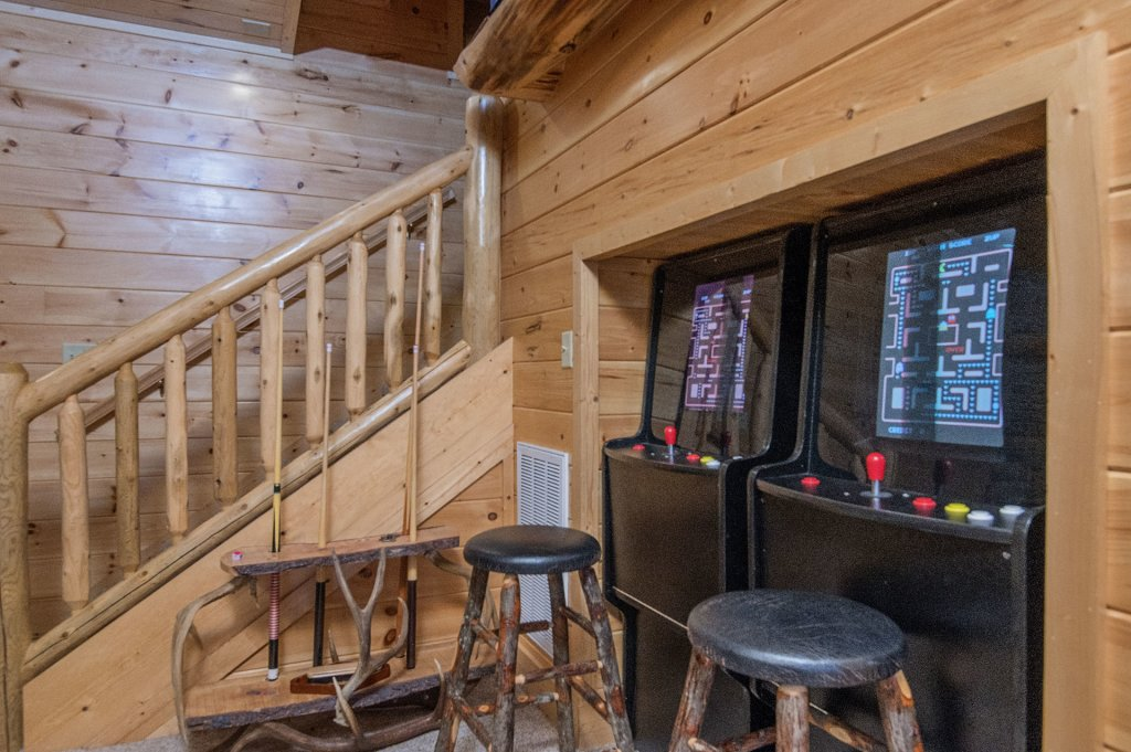 Photo of a Sevierville Cabin named Arrowhead Lodge - This is the fifteenth photo in the set.