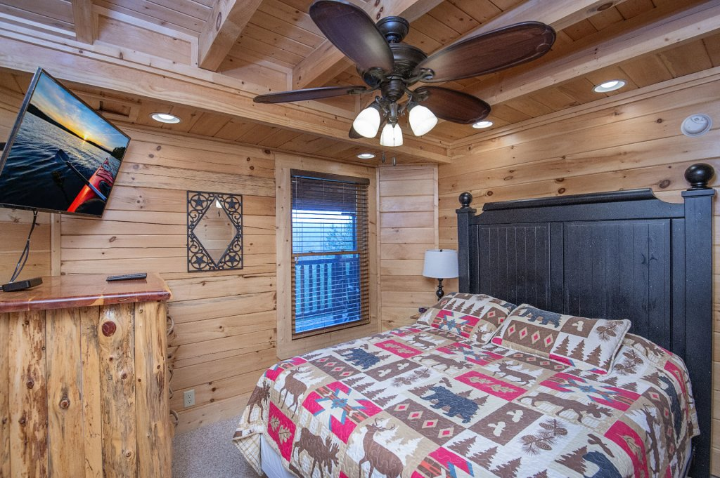 Photo of a Sevierville Cabin named Arrowhead Lodge - This is the thirty-second photo in the set.