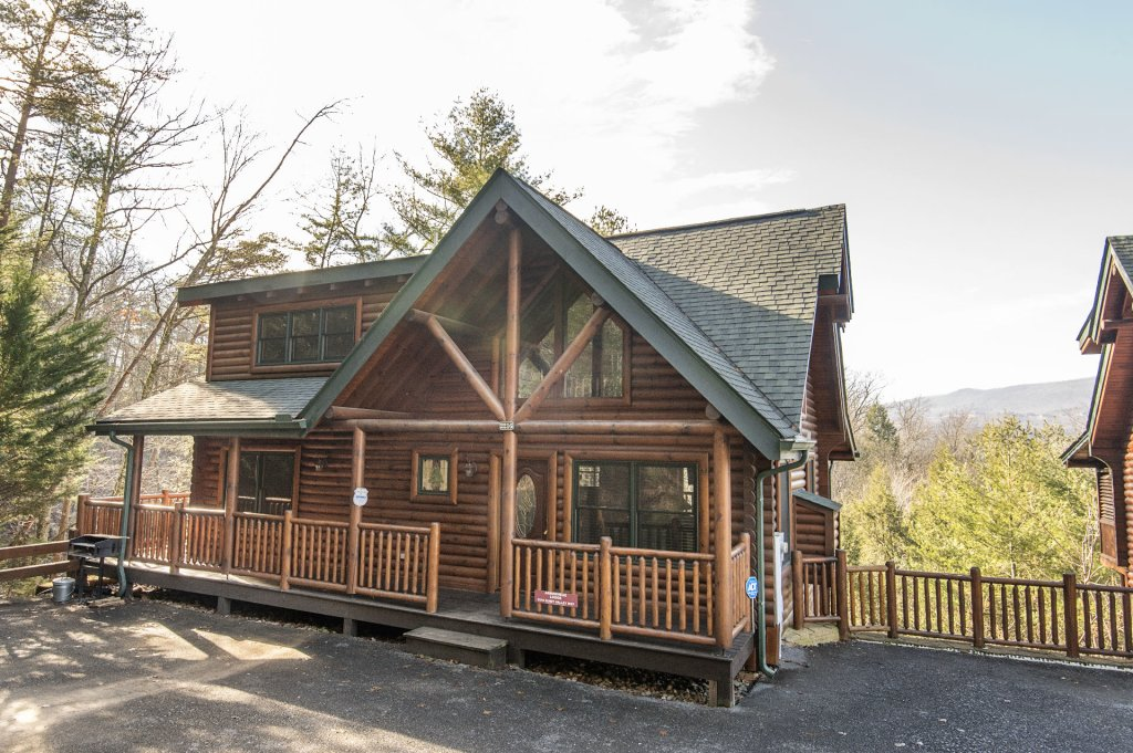 Photo of a Sevierville Cabin named Arrowhead Lodge - This is the first photo in the set.