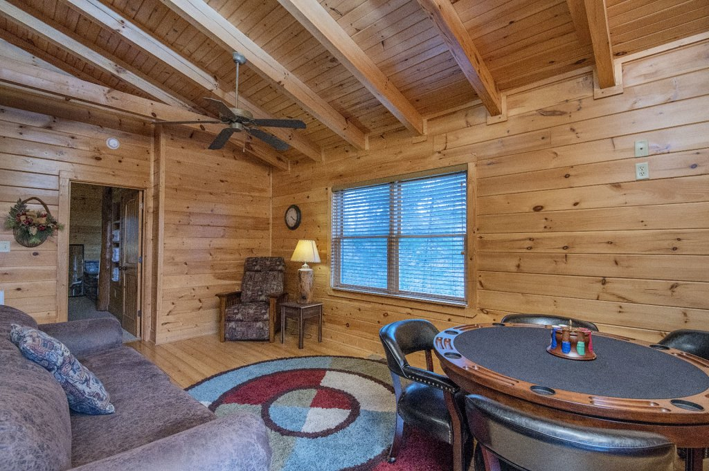 Photo of a Sevierville Cabin named Arrowhead Lodge - This is the twenty-fifth photo in the set.