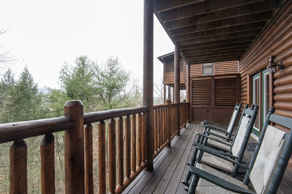 Photo of a Sevierville Cabin named Arrowhead Lodge - This is the twentieth photo in the set.