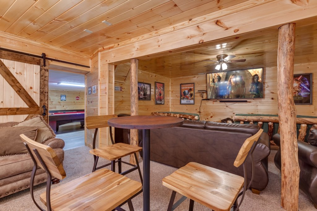 Photo of a Gatlinburg Cabin named Luxury Mountain Lodge - This is the twenty-ninth photo in the set.