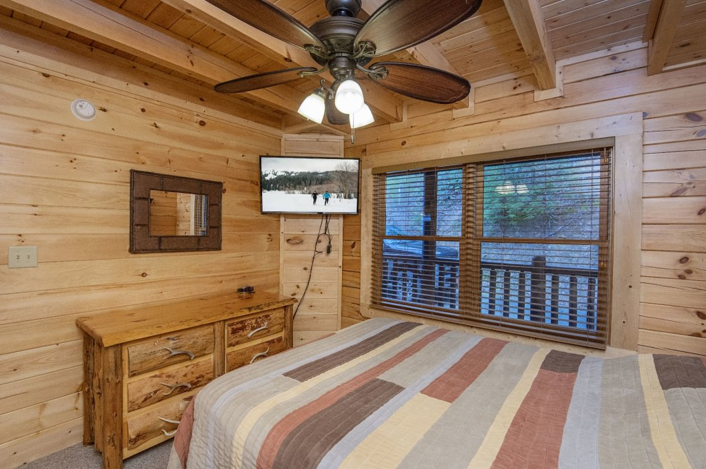 Photo of a Sevierville Cabin named Arrowhead Lodge - This is the thirty-fourth photo in the set.