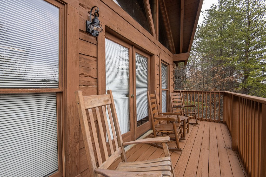 Photo of a Pigeon Forge Cabin named  Six Bear Lodge Cabin - This is the fourteenth photo in the set.