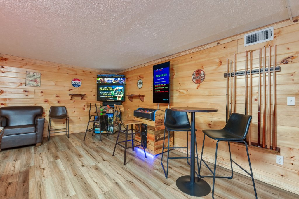 Photo of a Gatlinburg Cabin named Luxury Mountain Lodge - This is the nineteenth photo in the set.