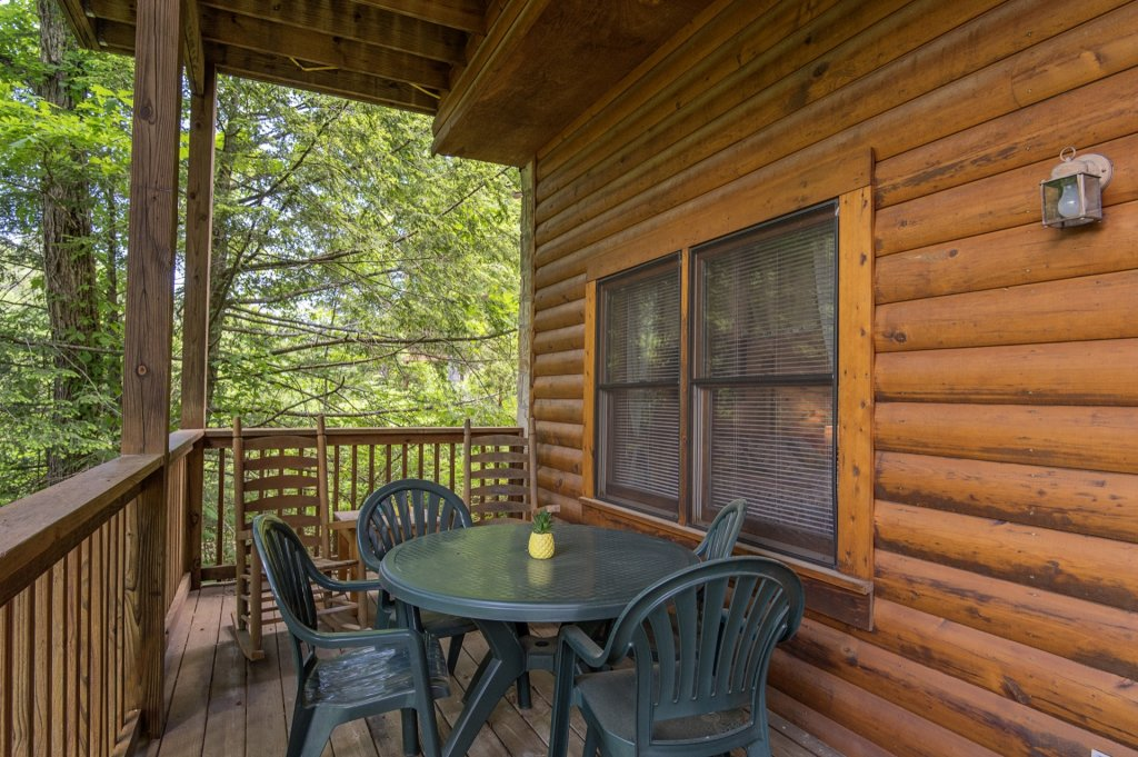 Photo of a Pigeon Forge Cabin named  Al's Nest - This is the nineteenth photo in the set.