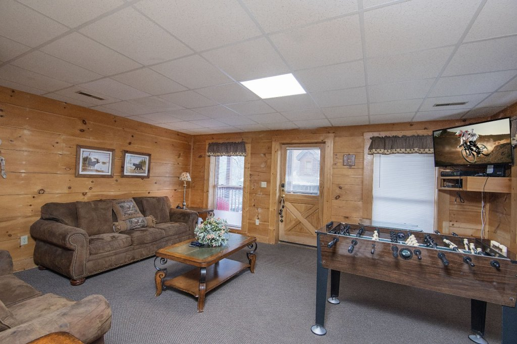 Photo of a Pigeon Forge Cabin named  Six Bear Lodge Cabin - This is the third photo in the set.