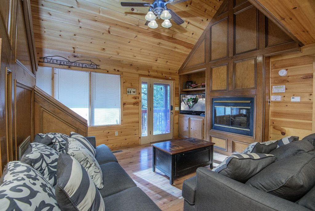 Photo of a Gatlinburg Cabin named Simple Pleasures - This is the second photo in the set.