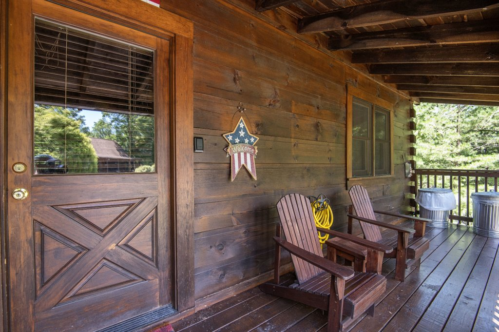 Photo of a Pigeon Forge Cabin named  Smoky Mountain Charm - This is the second photo in the set.