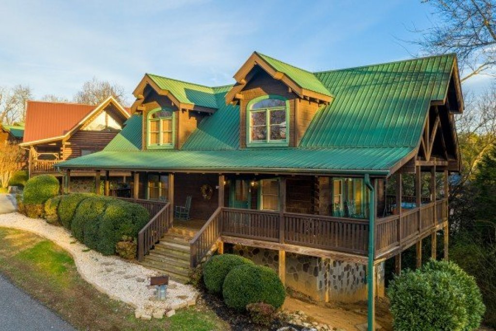 Photo of a Pigeon Forge Cabin named  Fka Cold Creek Camp - This is the first photo in the set.