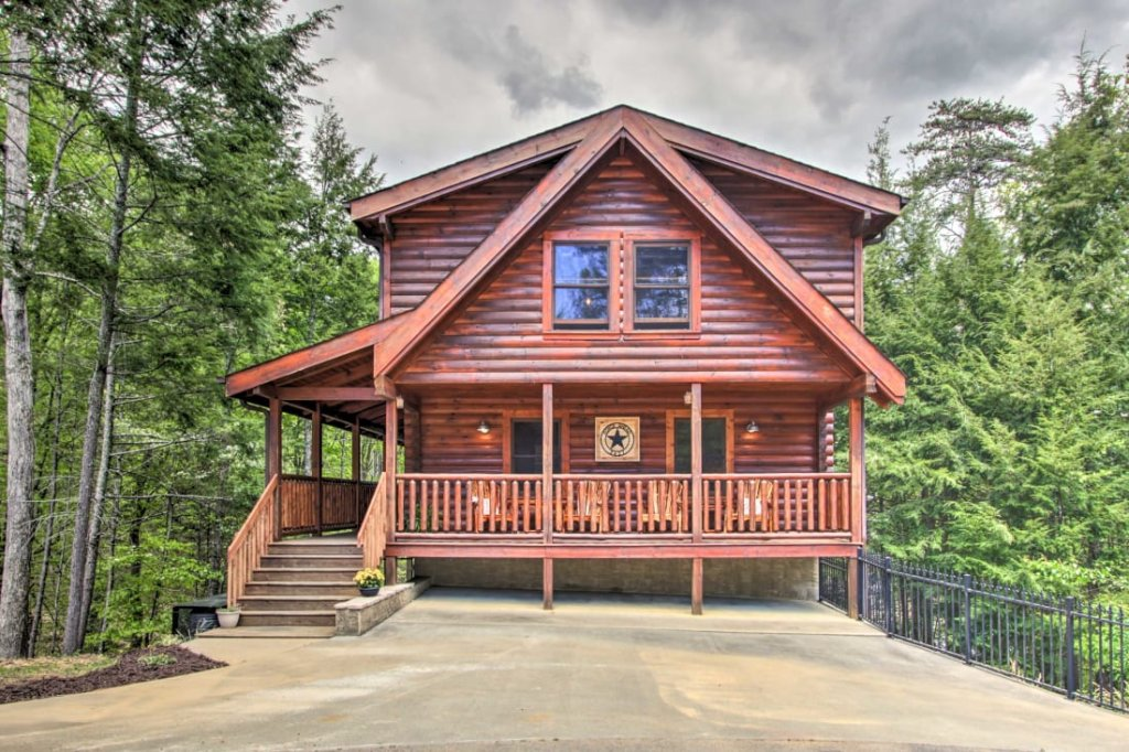 Photo of a Pigeon Forge Cabin named A Stone's Throw - This is the first photo in the set.